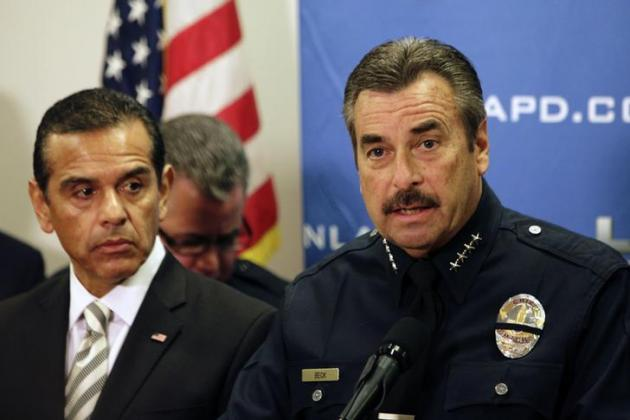 lapd-police-chief-charlie-beck-r-speaks-los-angeles-mayor-antonio-villaraigosa